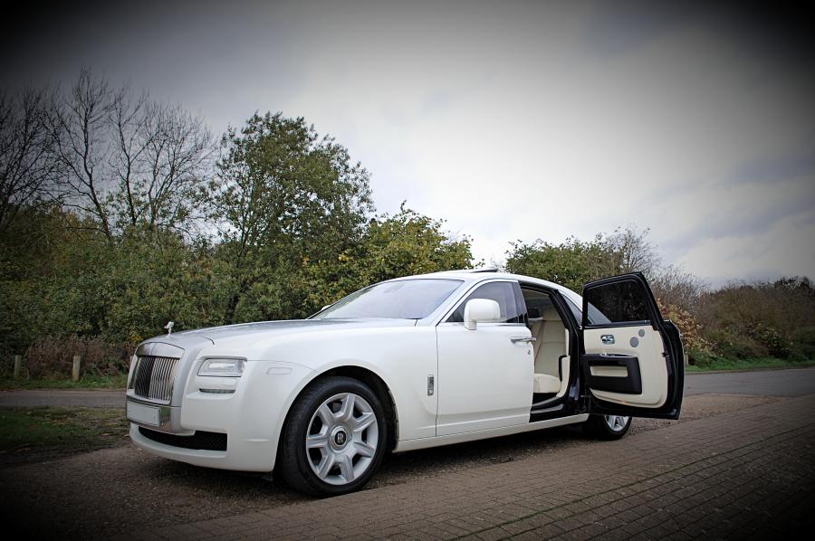 White Rolls Royce Ghoston 2015 Range Rover Sport White